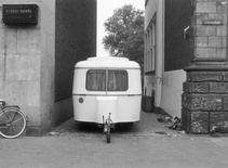 "Michael Asher, Westfälisches Landesmuseum für Kunst und Kulturgeschichte, Münster, West Germany, ""Skulptur Ausstellung in Münster 1977,"" July 03 – November 13, 1977, trailer in various locations. Parking position, 1st week, July 04 – 11, Siegelkammer and Pferdegasse. Photograph by LWL / Rudolf Wakonigg. © Michael Asher Foundation"